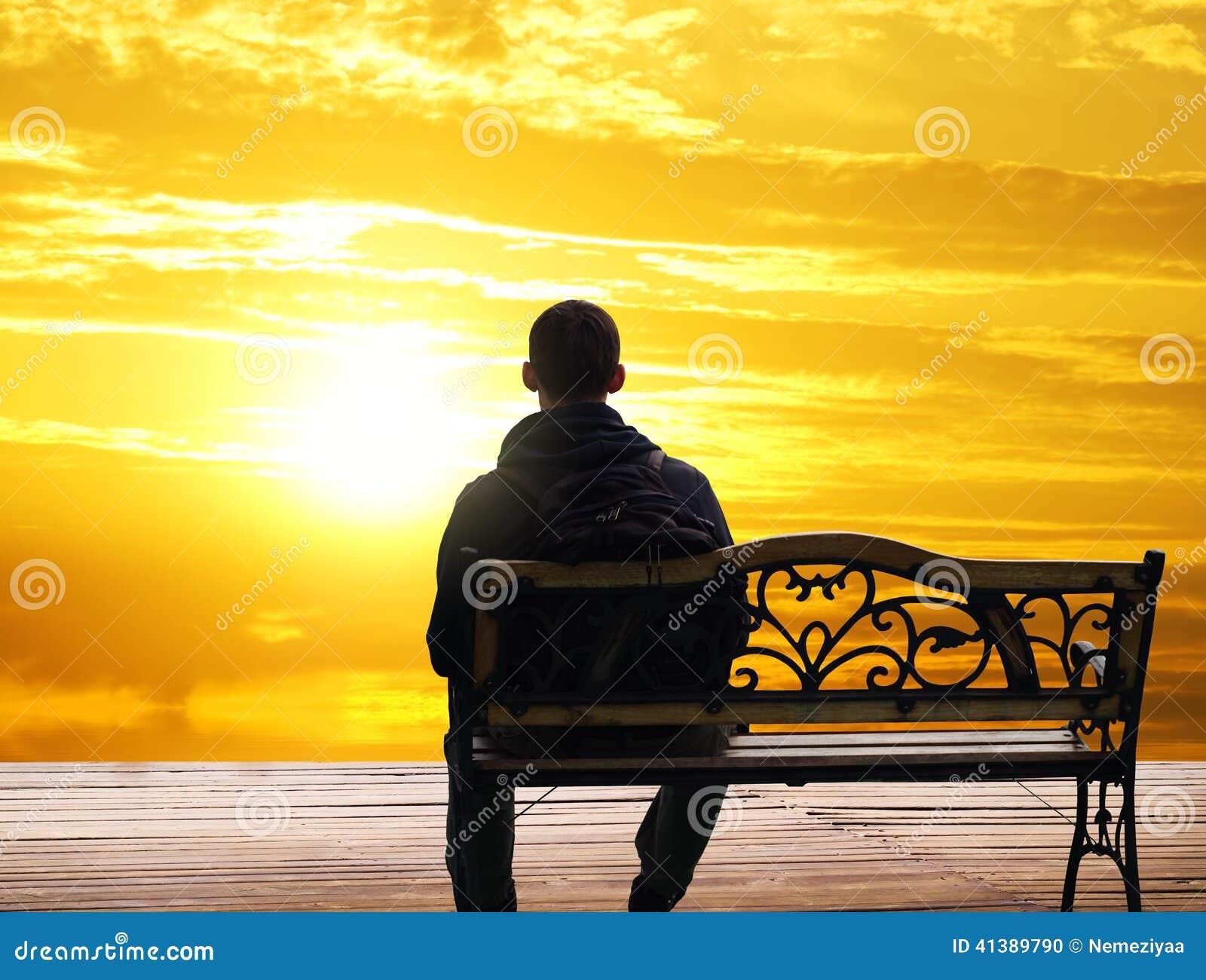 imagenes de un hombre que se siente solo