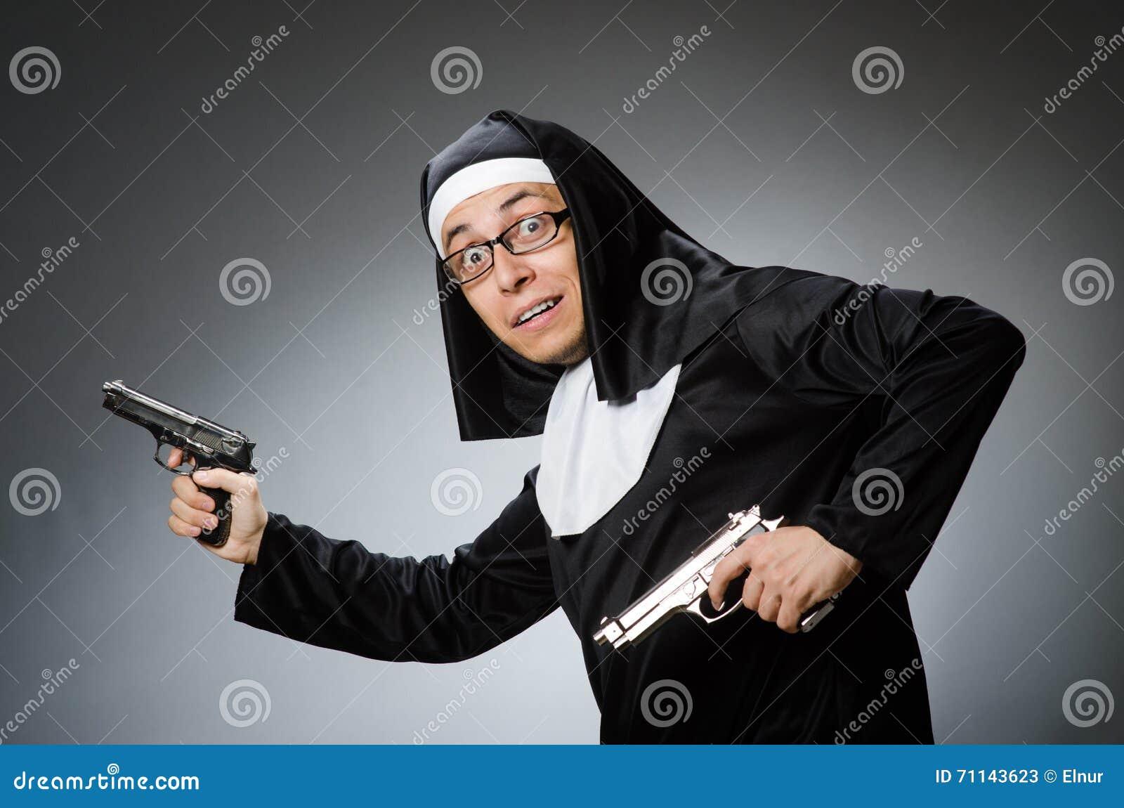 El Hombre Vestido Como Monja Imagen De Archivo Imagen De