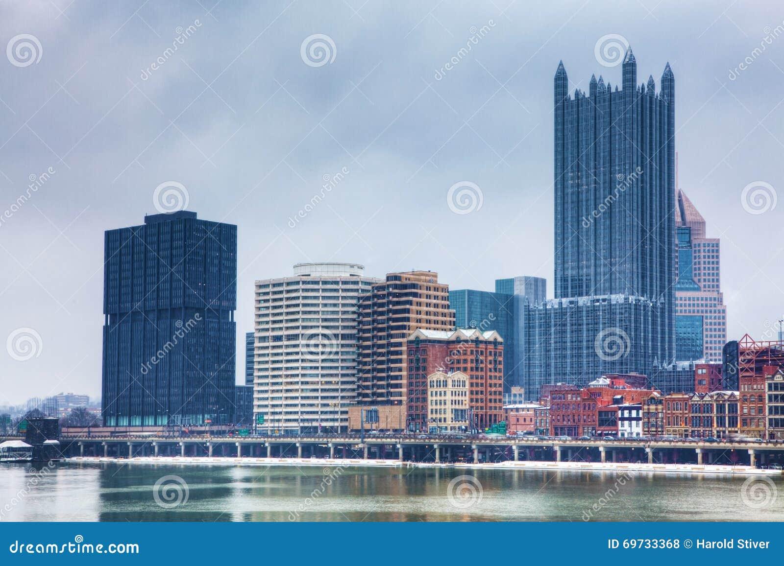 El horizonte de Pittsburgh en invierno