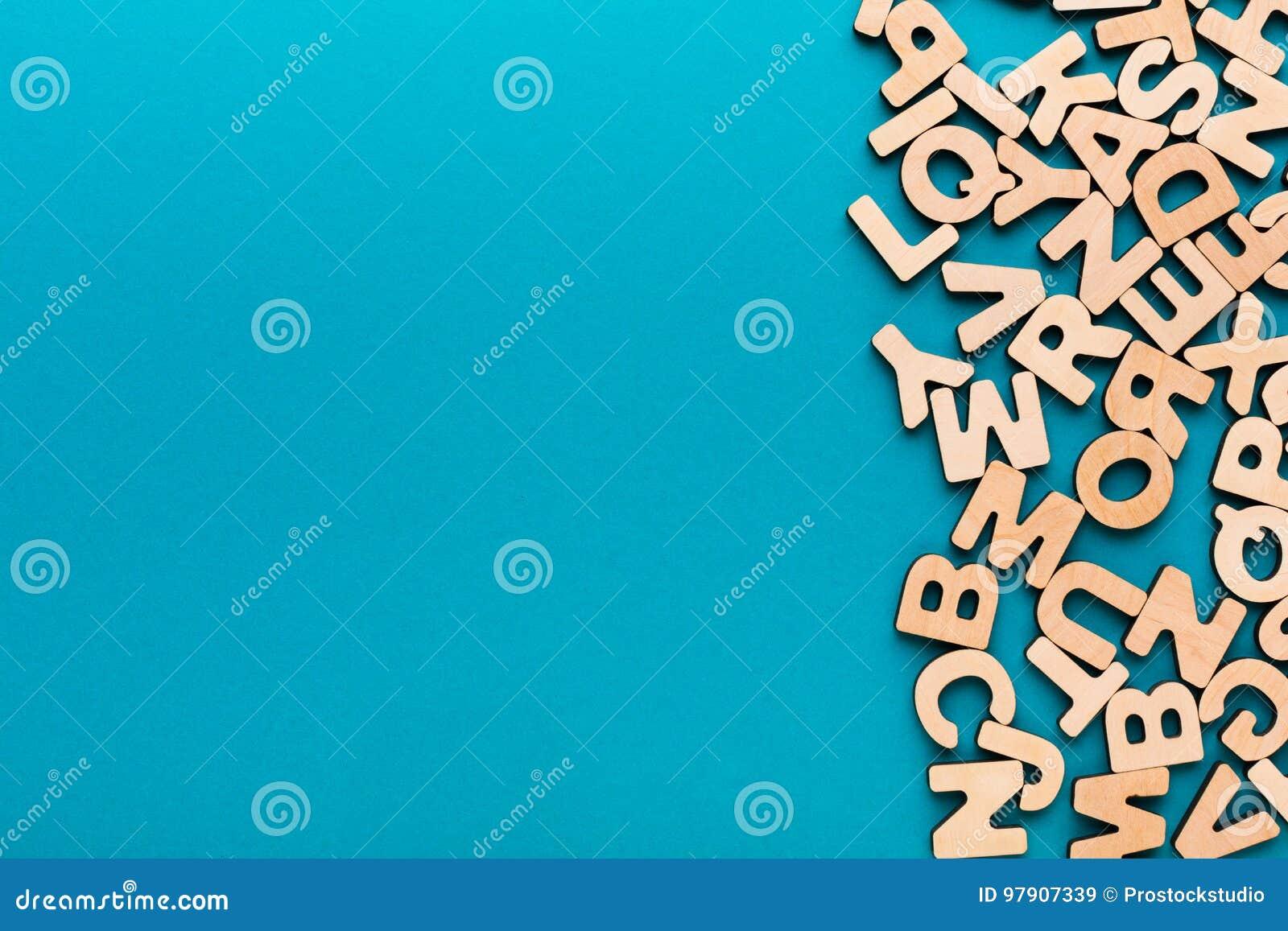 el ingl s de madera pone letras al fondo imagen de archivo