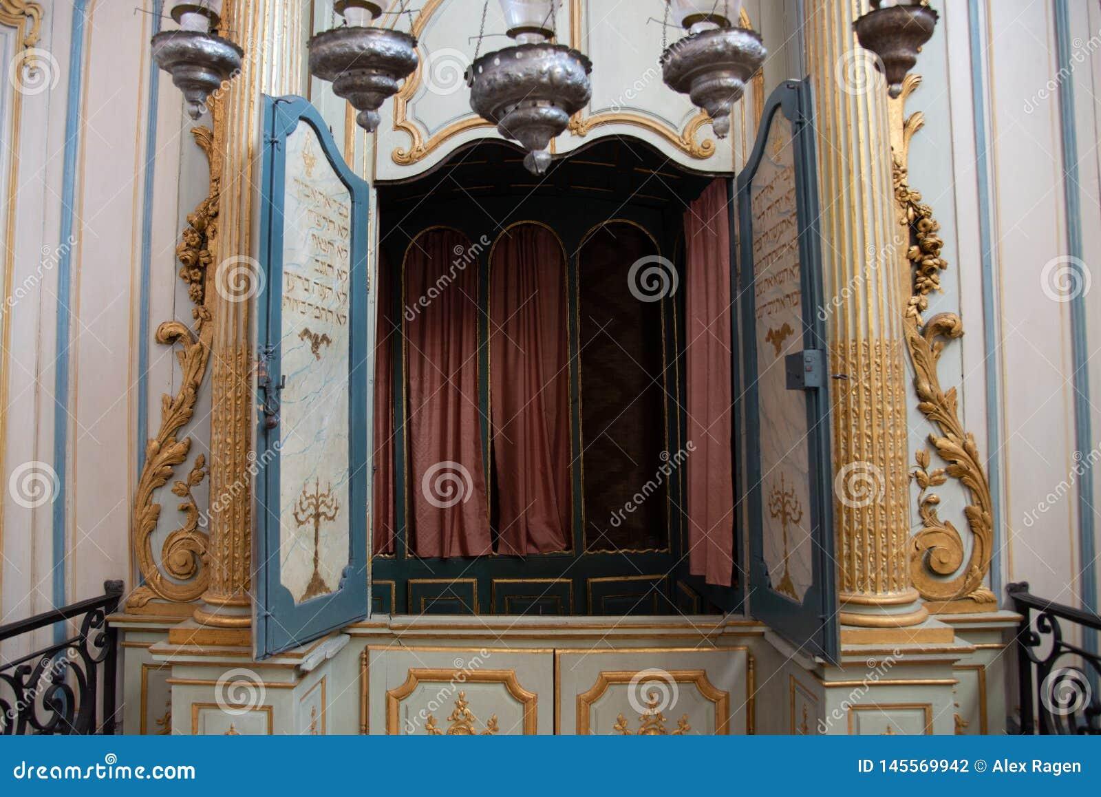 El interior de la sinagoga m?s vieja de Francia, en Cavaillon, ahora un museo