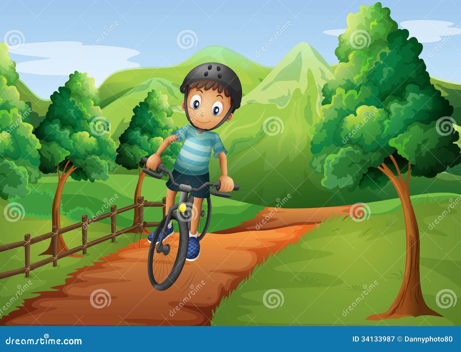 El ir biking del muchacho a la granja