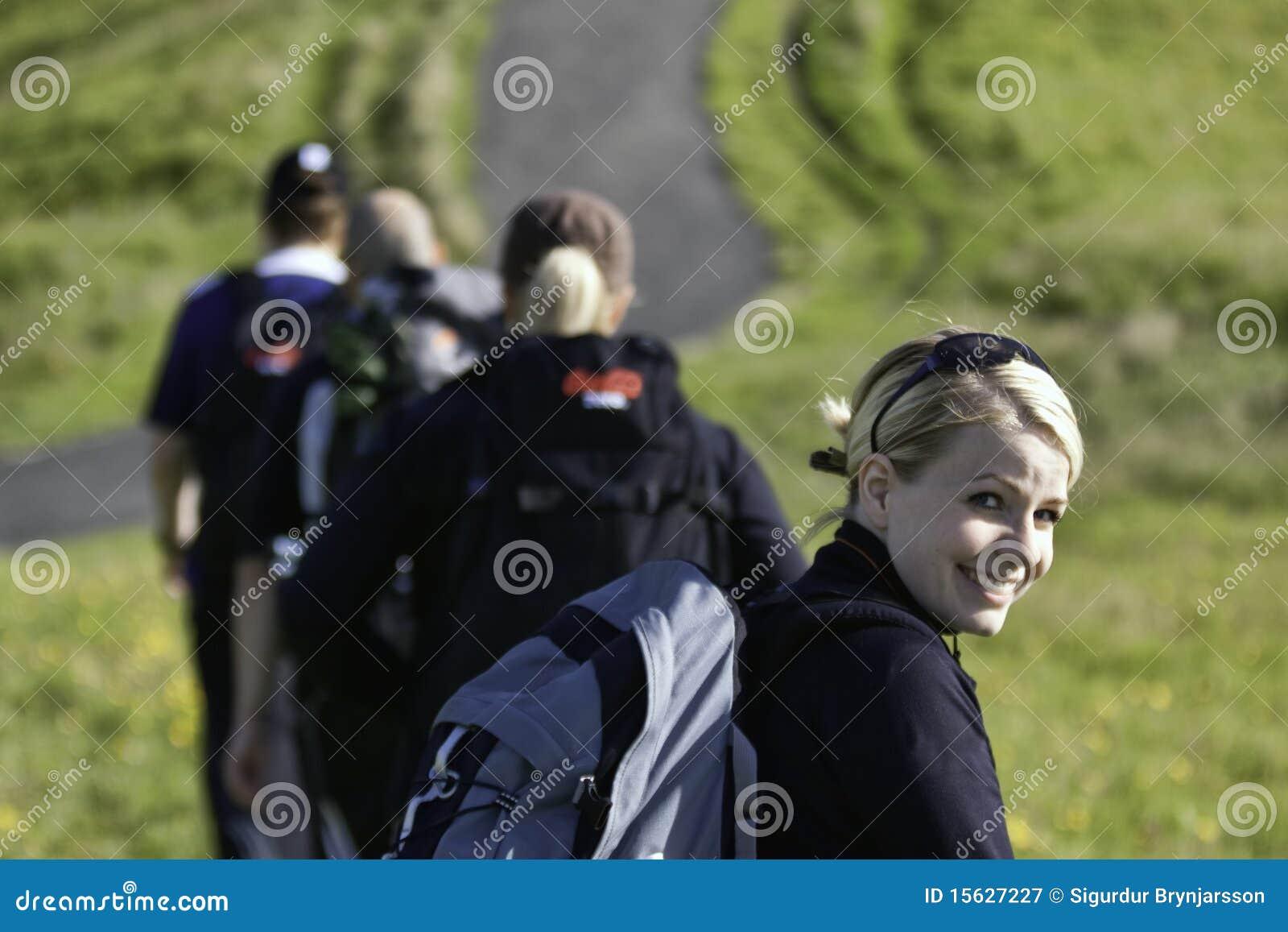 El ir de excursión de la gente