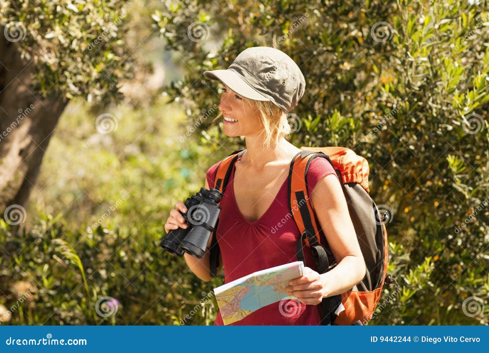 El ir de excursión de la mujer