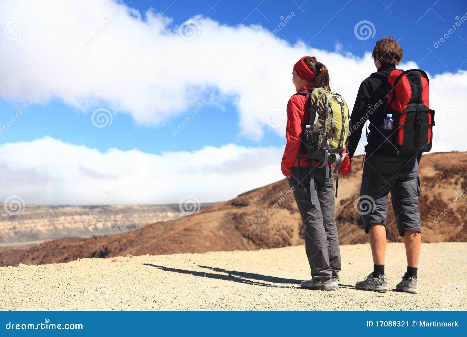 El ir de excursión joven de los pares