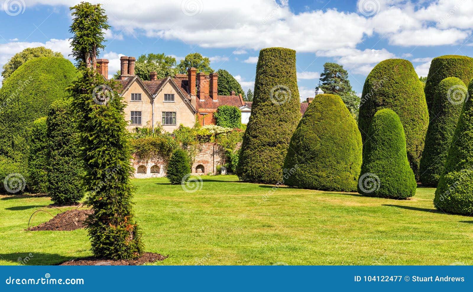 El jardín del tejo, casa de Packwood, Warwickshire, Inglaterra