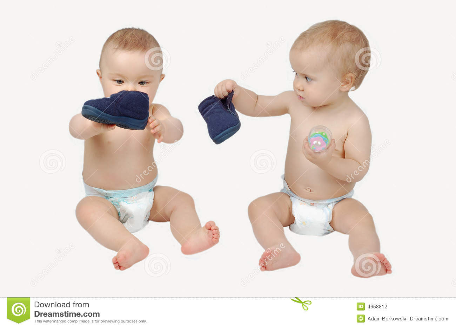 El jugar de dos babys