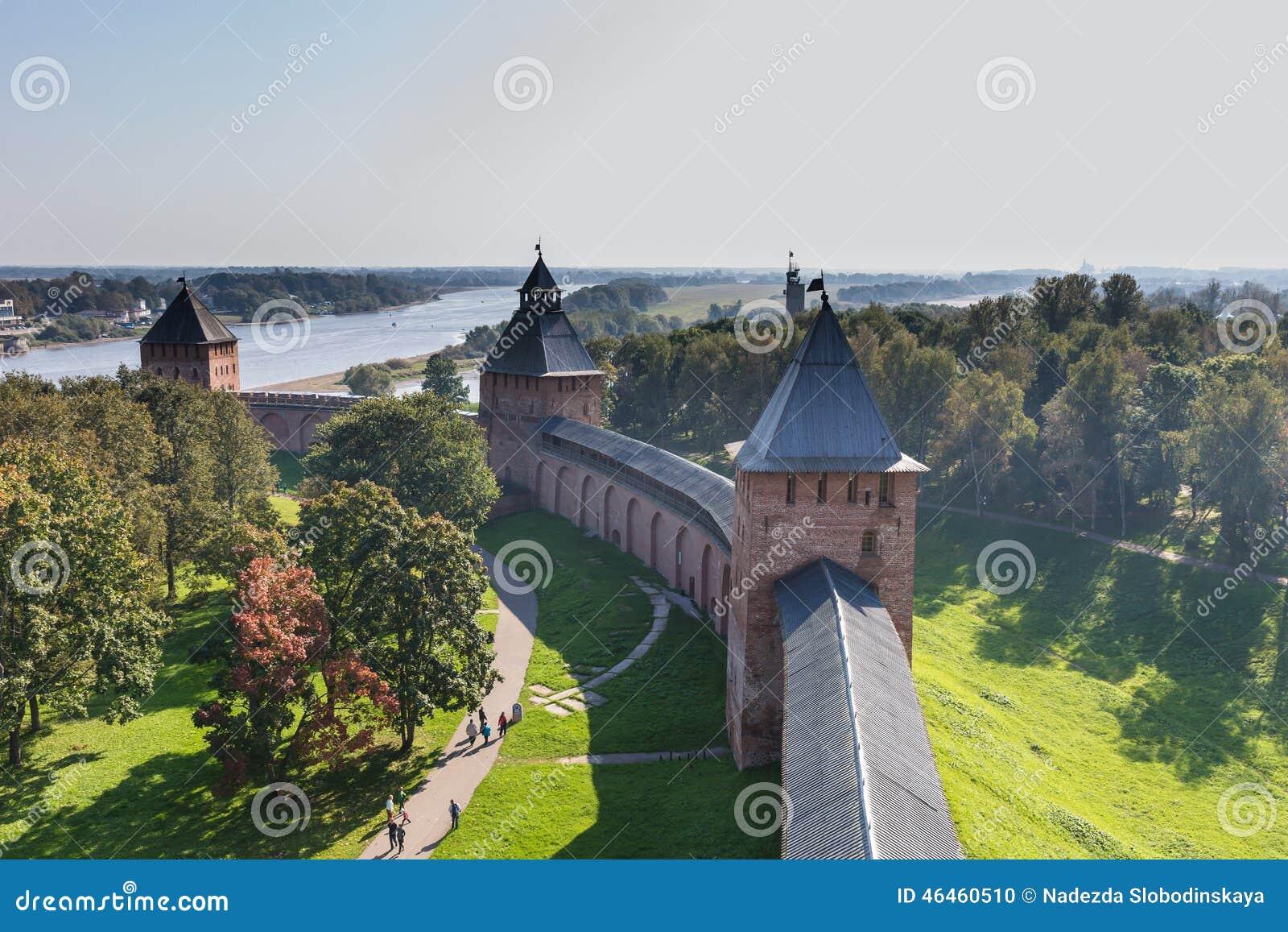 El Kremlin o el Detinets, su nombre antiguo, fue construido por príncipe Yaroslavl, y es el Kremlin más viejo de Rusia
