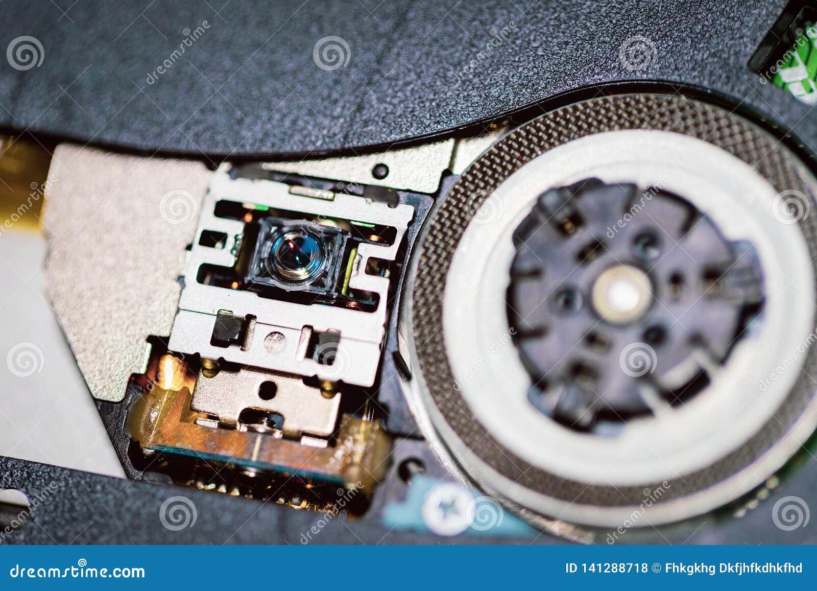 El laser va al Cd o al reproductor de DVD Ciérrese para arriba de un reproductor de DVD que expulsa el disco