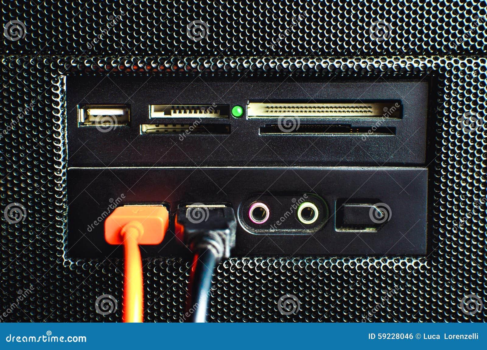 Download El Lector De Tarjetas En La PC Montó Con Dos Cables Del USB Conectados Foto de archivo - Imagen de almacenaje, ensamblado: 59228046