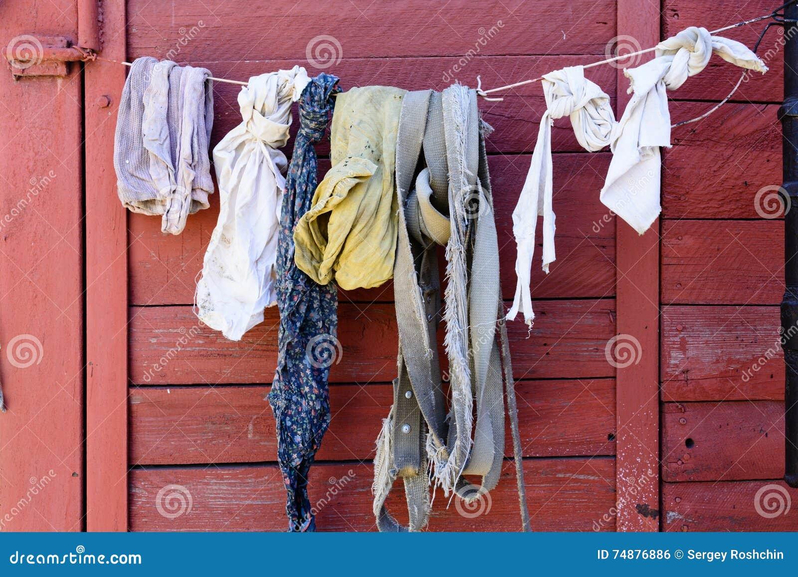 El lino y los trapos viejos se secan