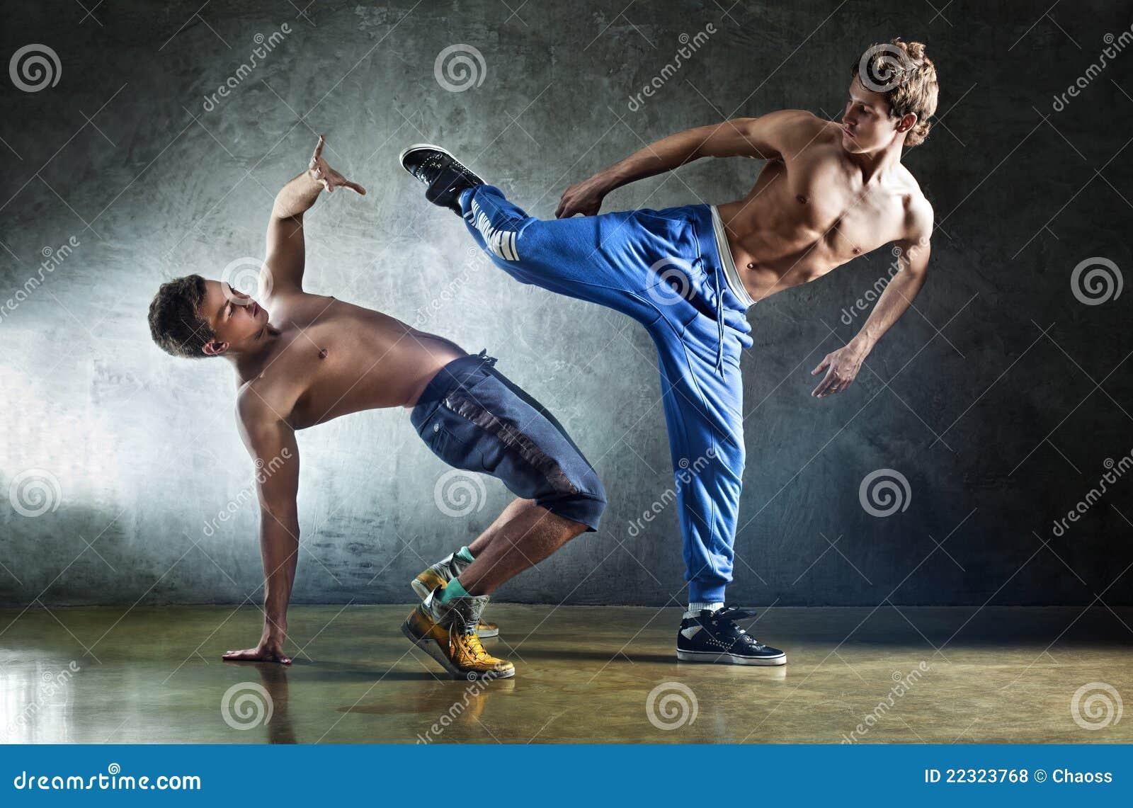 El luchar de dos deportes de los hombres jovenes