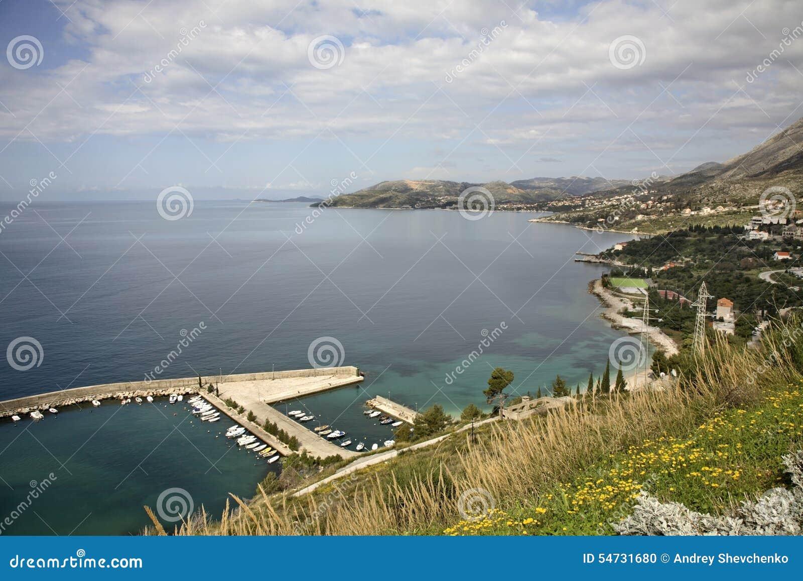 El mar adriático cerca Plat dalmatia Croacia