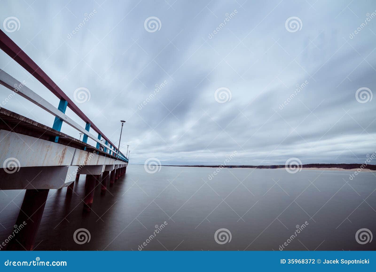 El mar Báltico y un embarcadero
