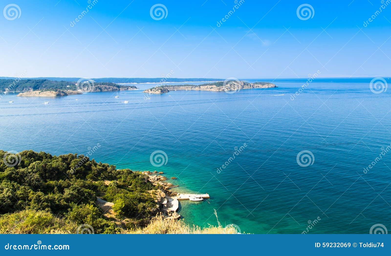 Download El Mar Cristalino Que Rodea La Isla De Rab, Croacia Imagen de archivo - Imagen de relaje, sueño: 59232069