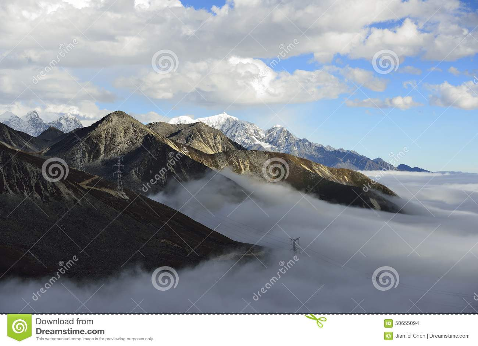 El mar de la nube de la montaña Zheduo