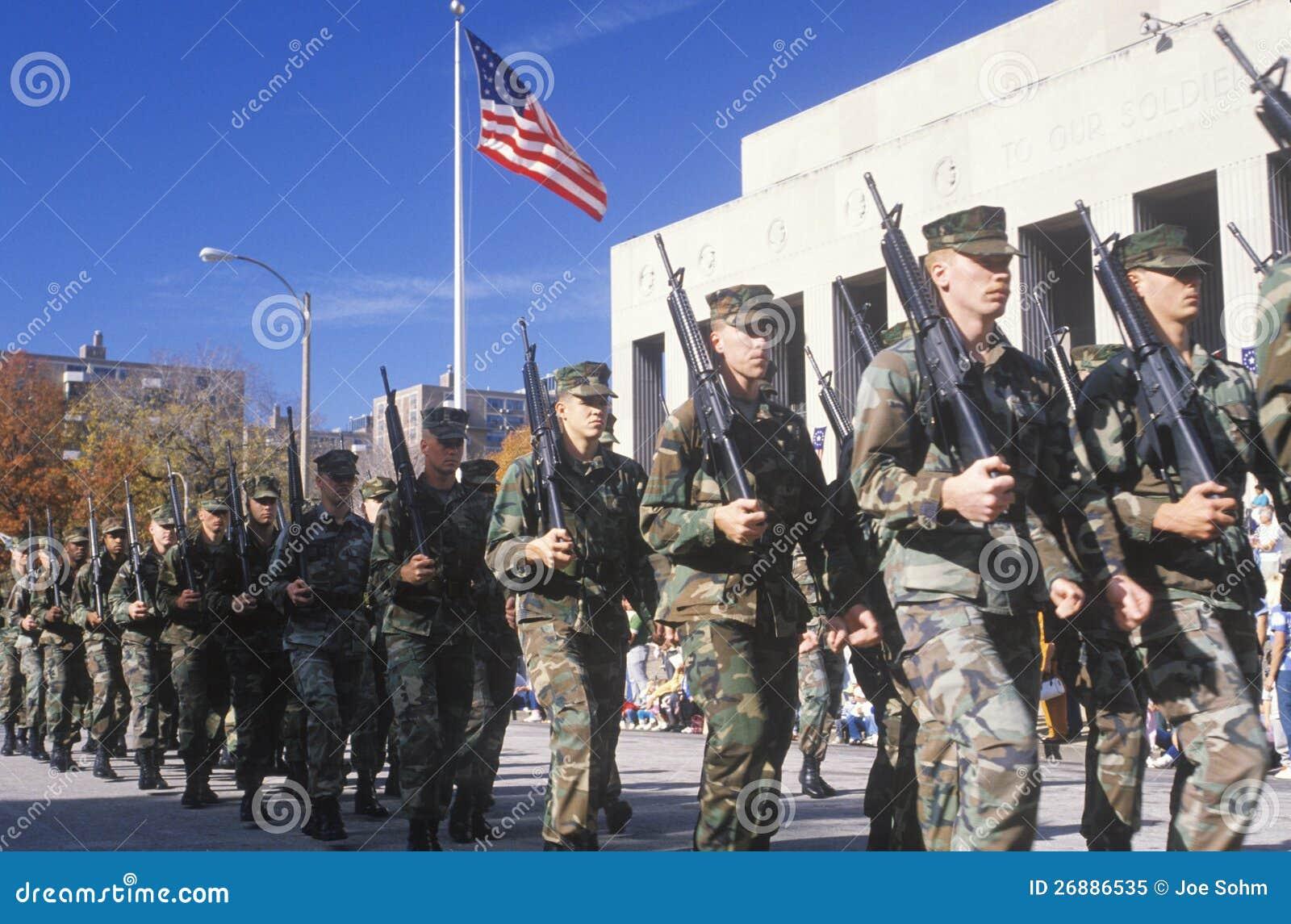 El marchar de los soldados