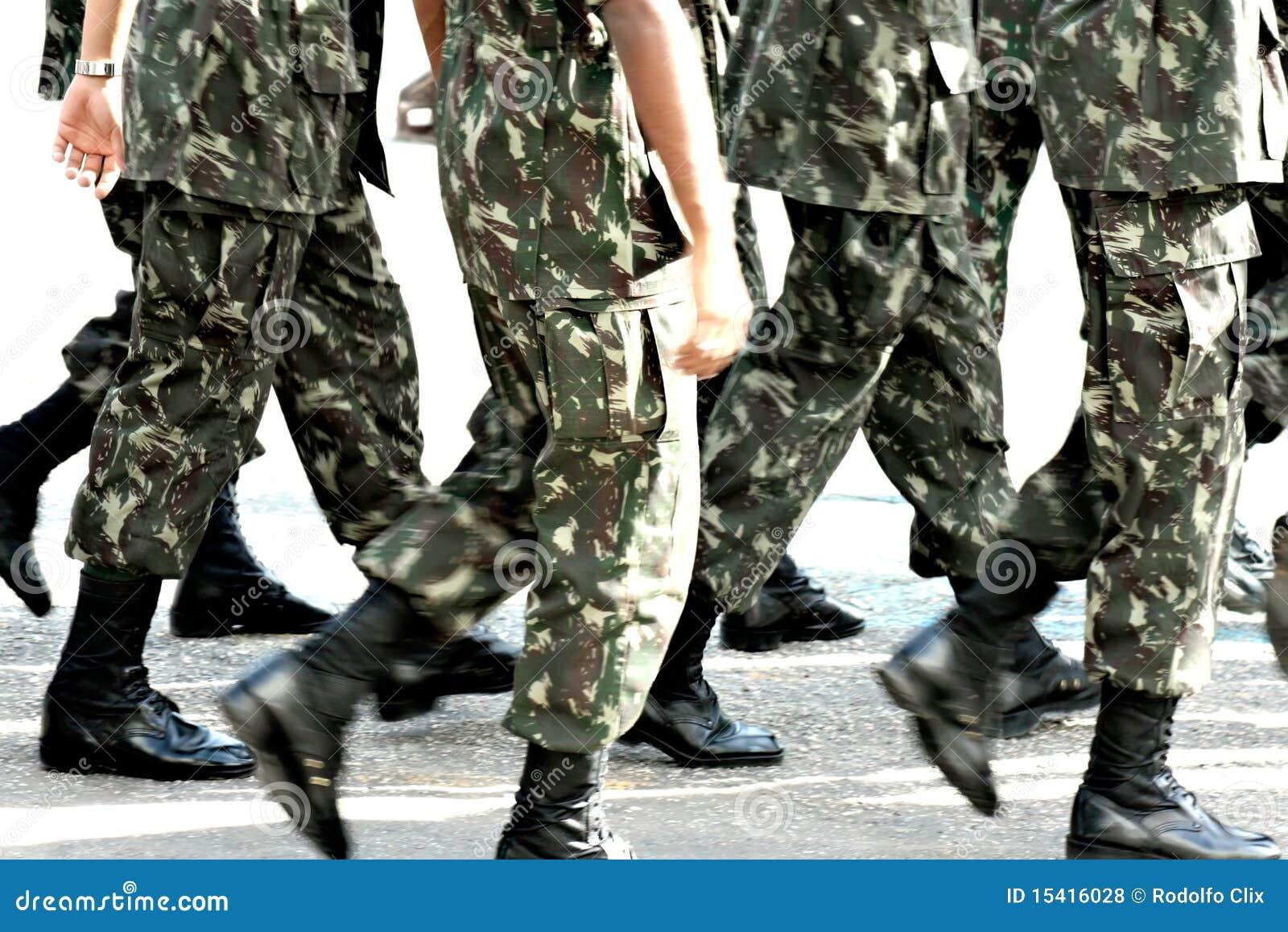 Resultado de imagem para Imagem de tropas marchando