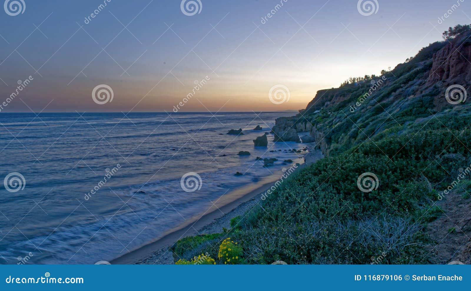 El-matador State Beach, Malibu, Kalifornien på soluppgång