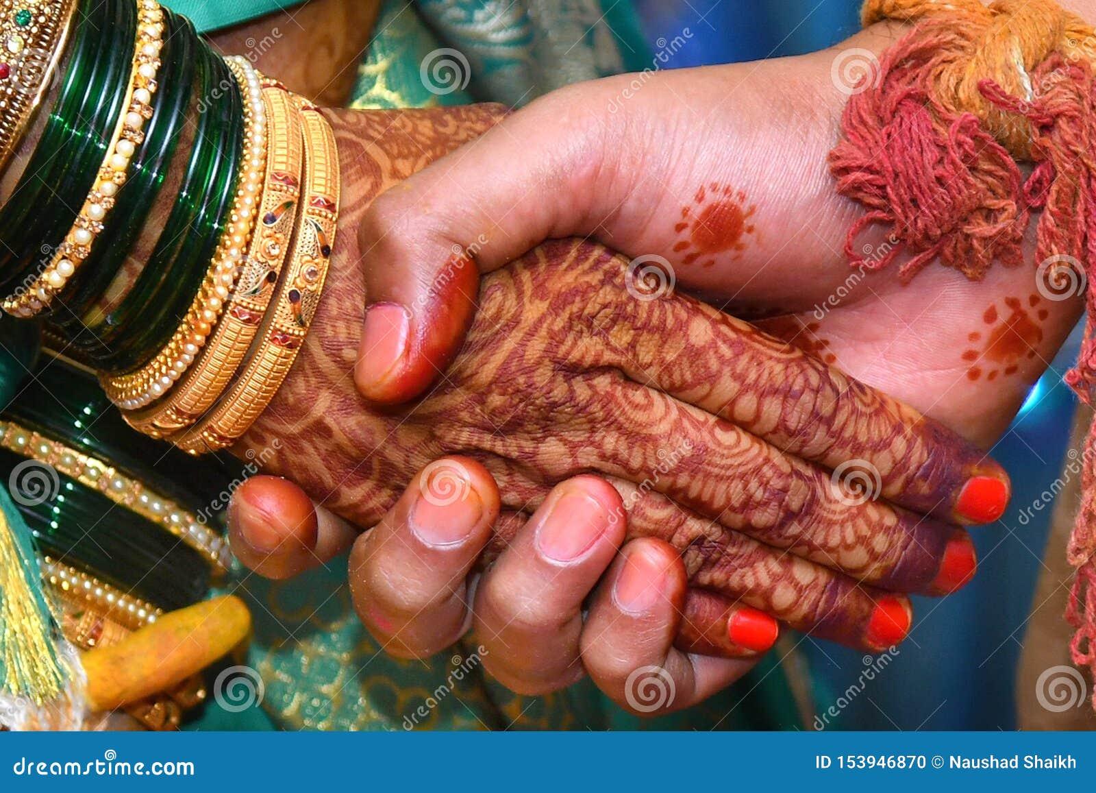 El mejor novio indio Hands Images, fotos comunes de la novia que se casa