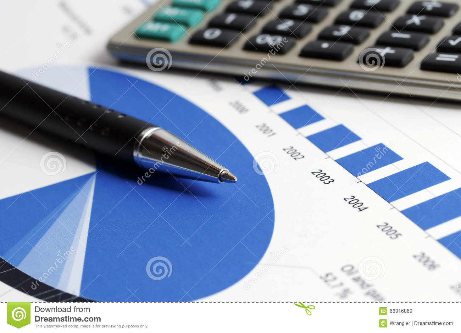 El mercado de acción de la contabilidad financiera representa análisis gráficamente