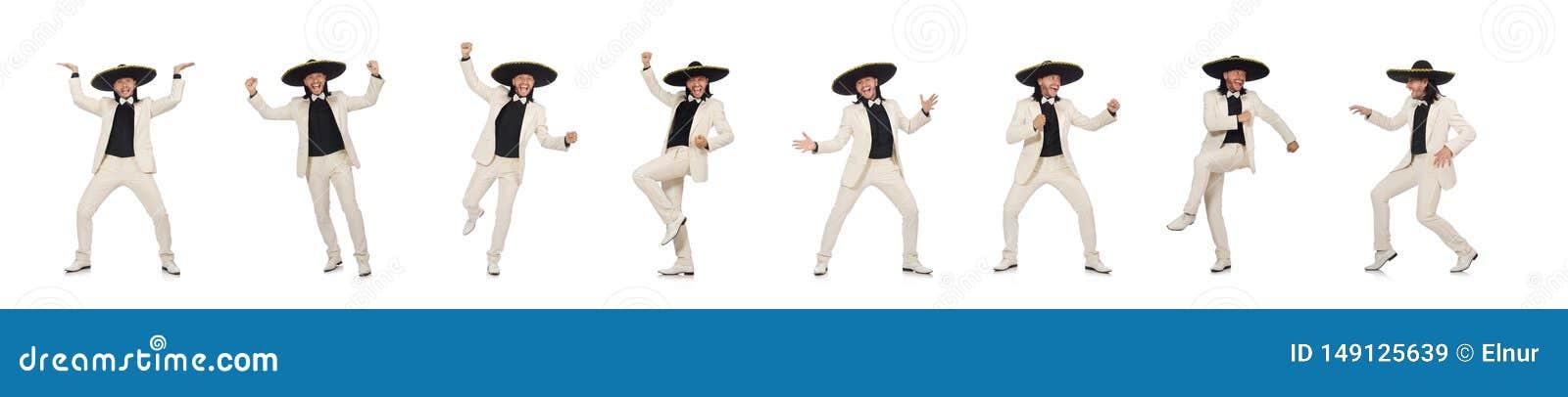 El mexicano divertido en el traje y el sombrero aislados en blanco