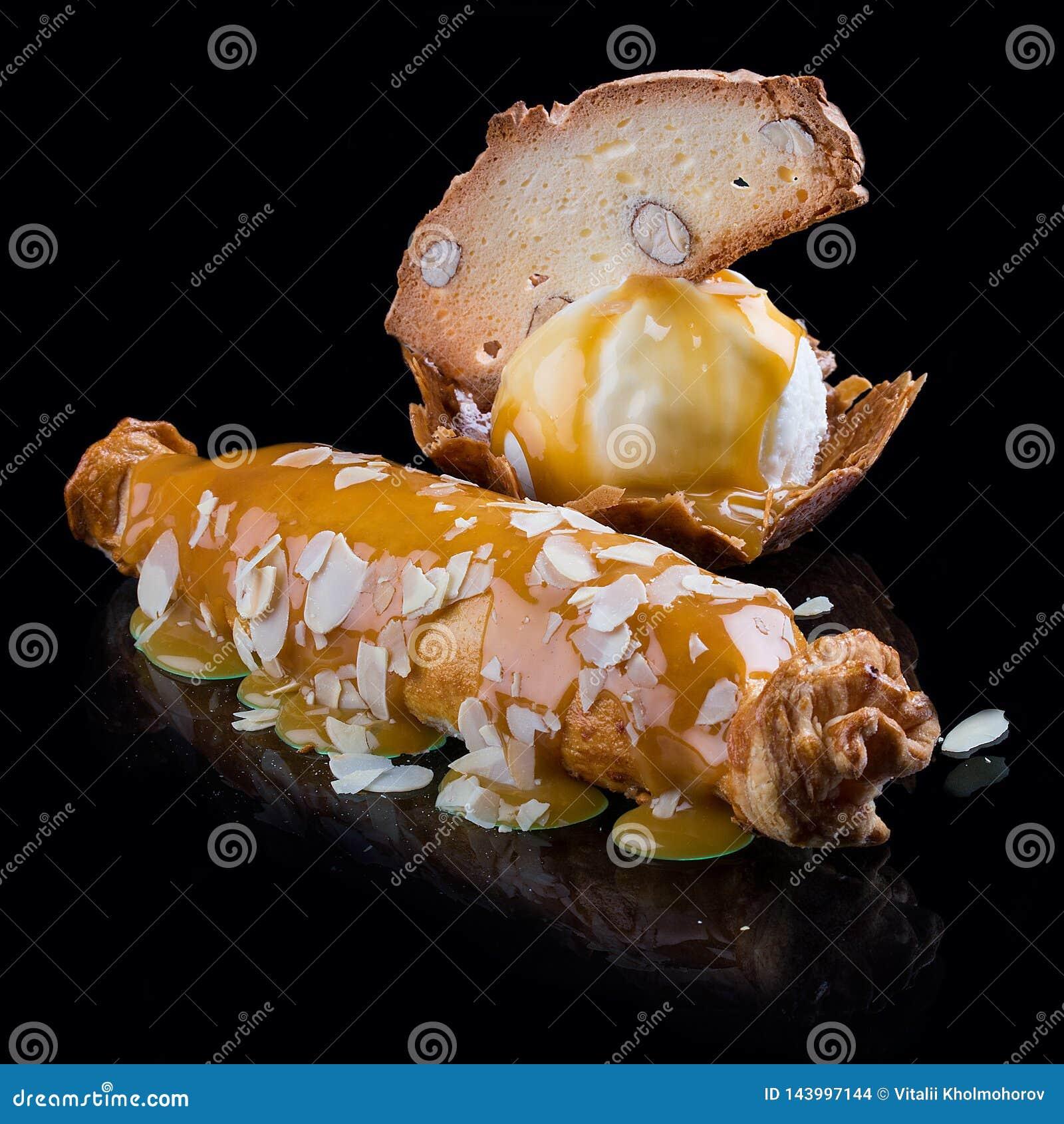 El milhojas de Apple está en un esmalte del caramelo