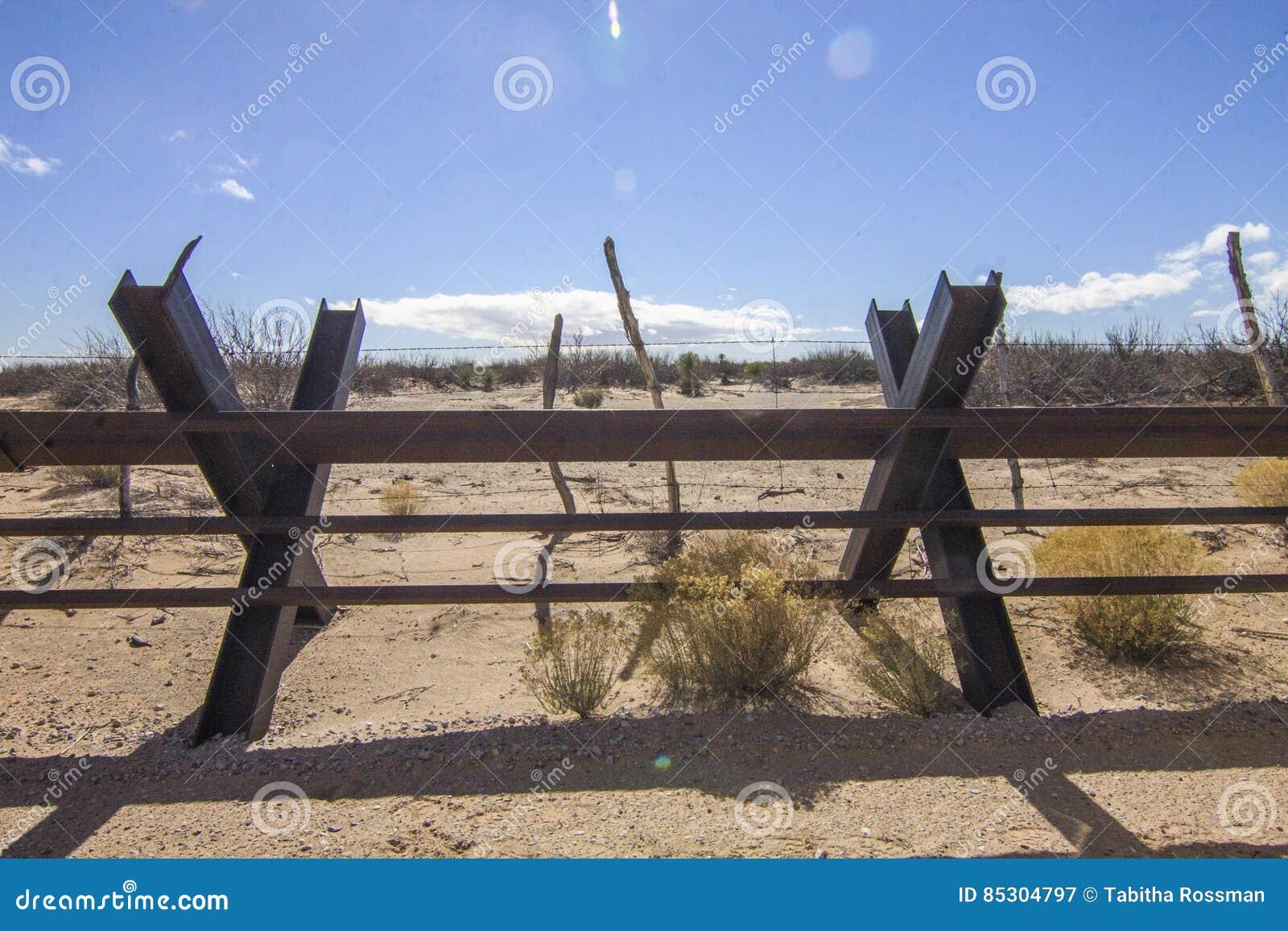 El mirar en México de New México las cercas de la frontera