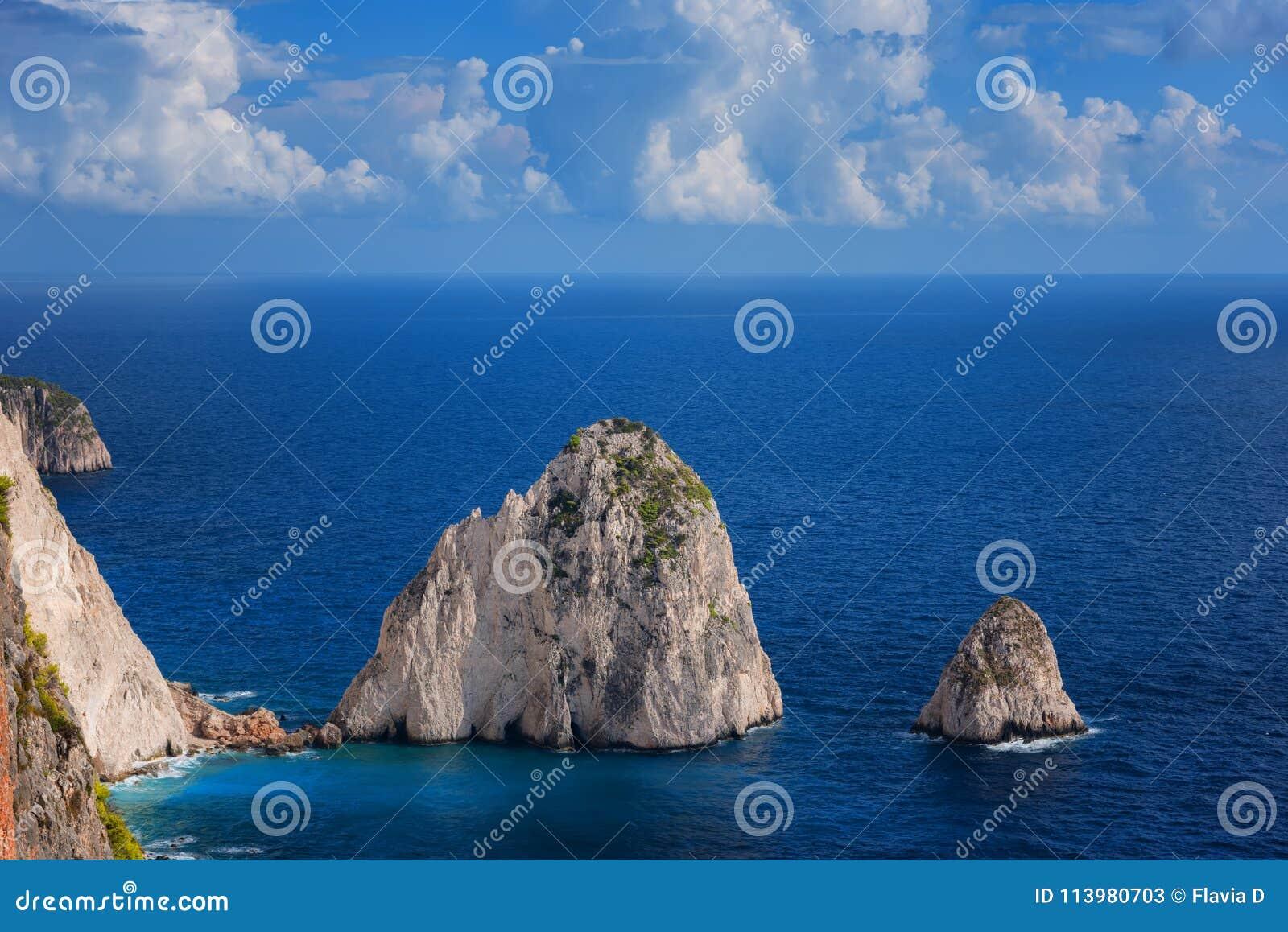 El Mizithres, pequeño y grande Formaciones de roca asombrosas en el cabo de Keri, isla de Zakynthos Grecia