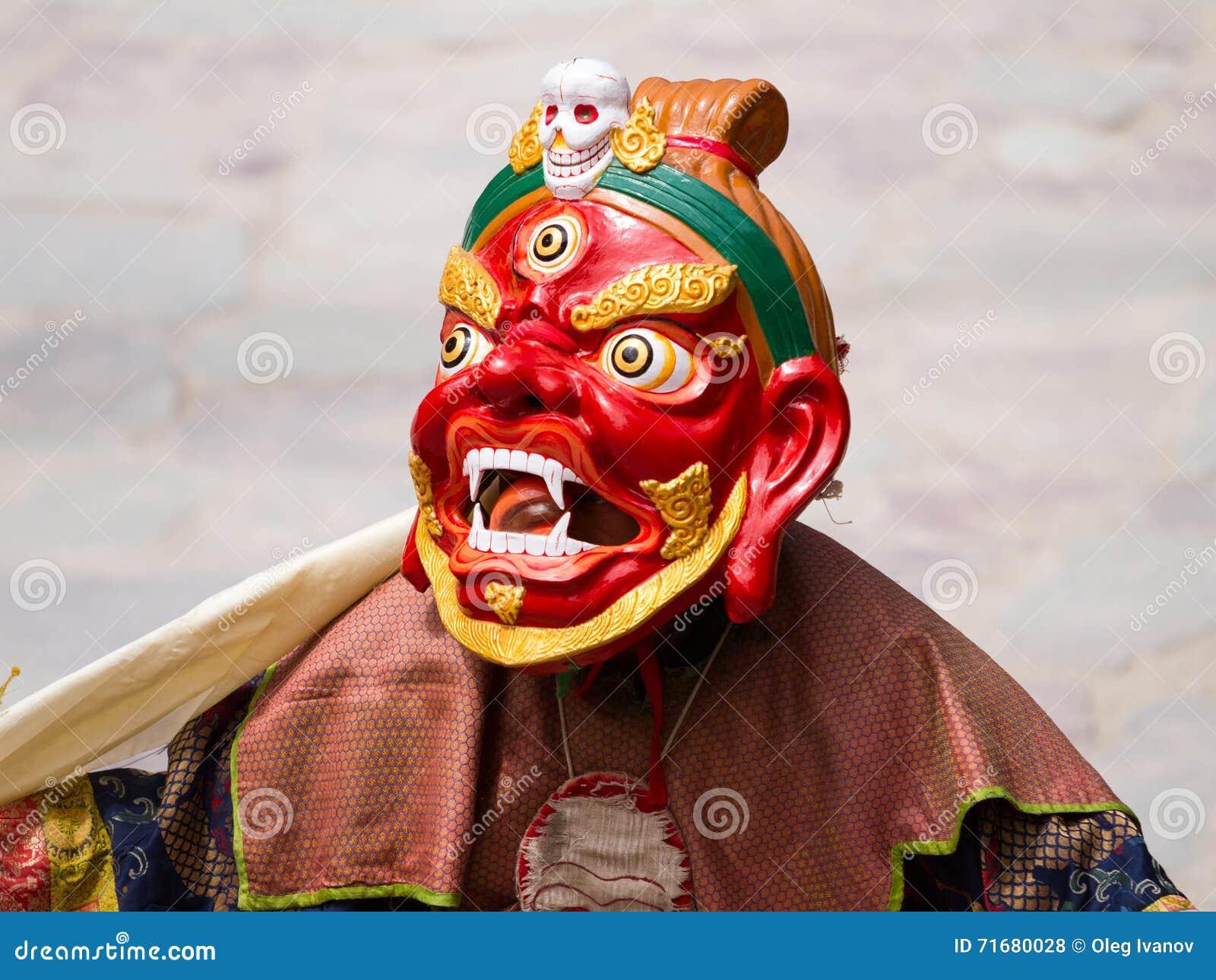 El monje no identificado realiza un m religioso