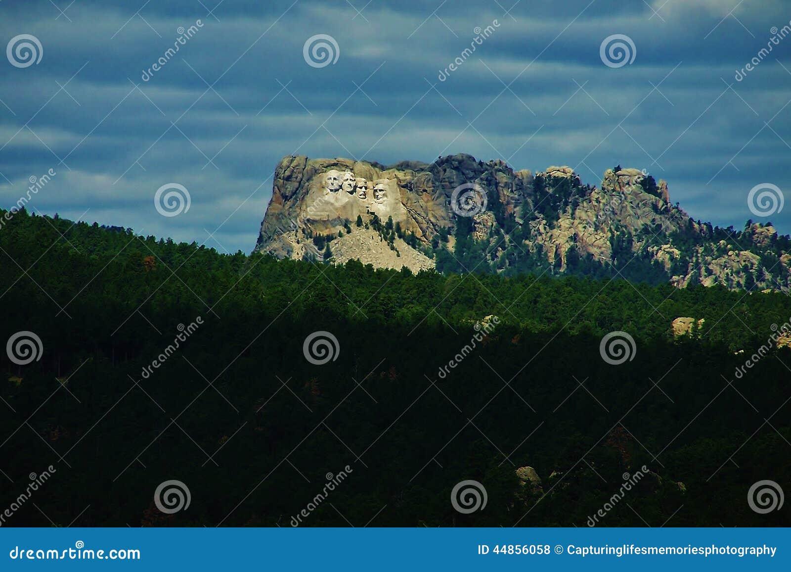 El monte Rushmore en la ladera