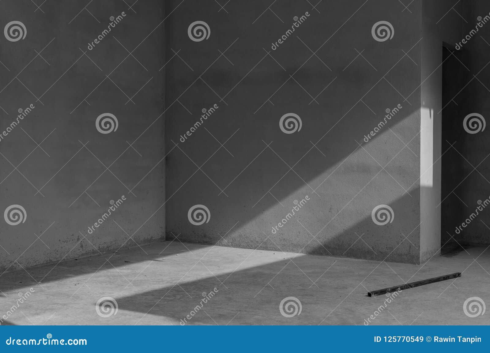 El muro de cemento y la piedra sucios suelan el sitio como fondo