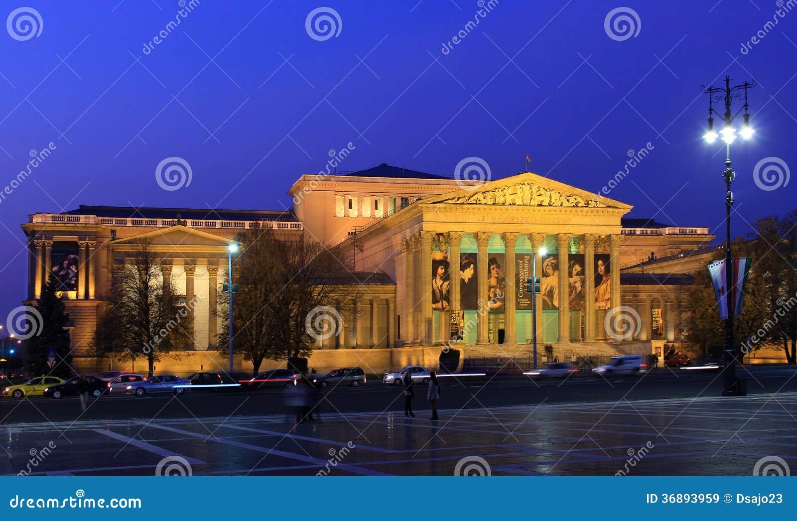 El museo de bellas arte en el cuadrado de los héroes, Budapest, Hungría, nov