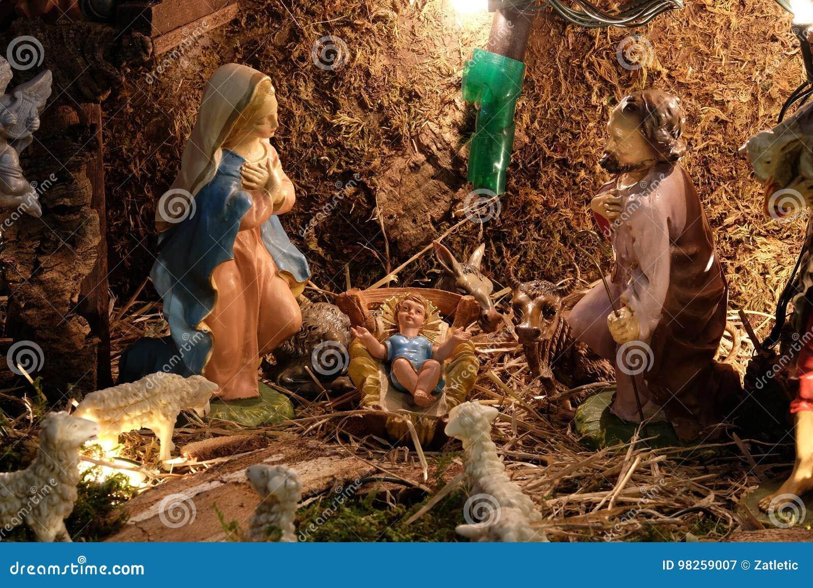El nacimiento de Jesús imagen de archivo. Imagen de decoraciones ...