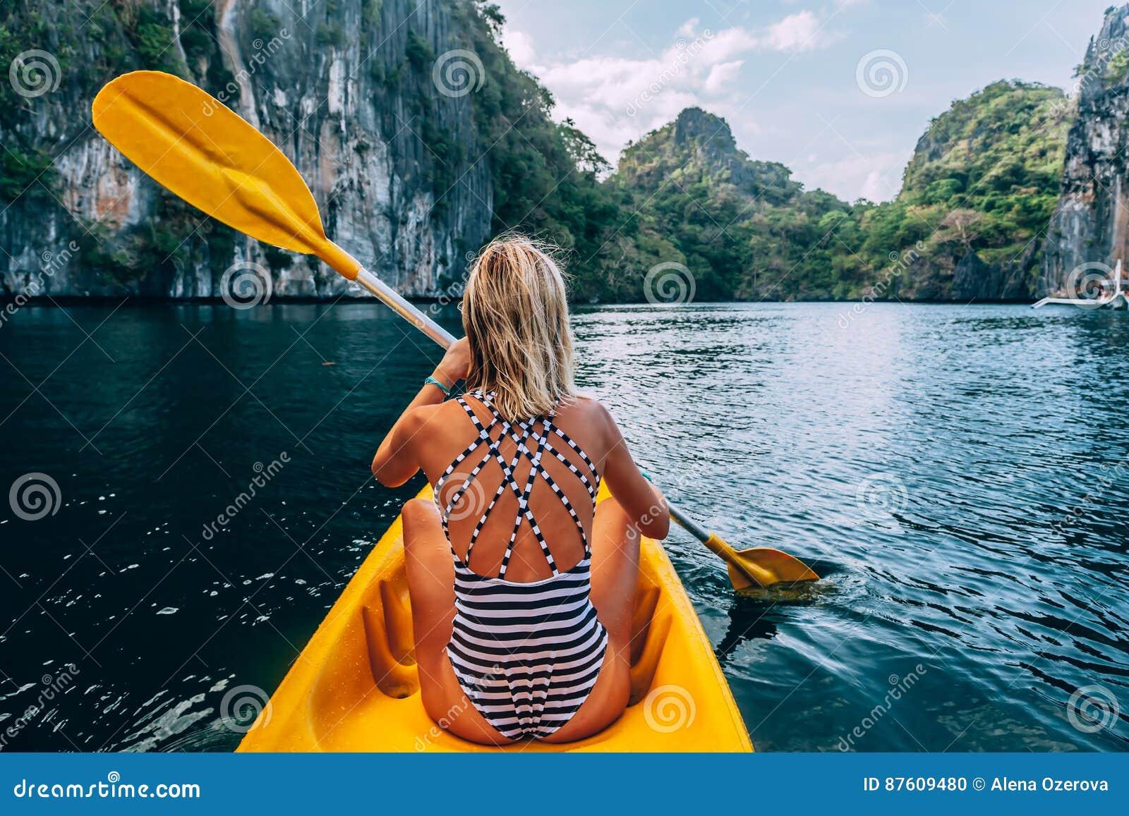 In EL Nido Kayak fahren, Palawan, Philippinen