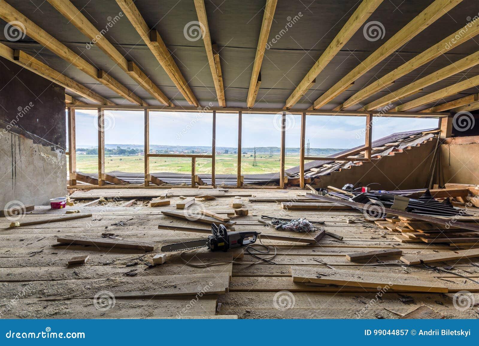 El nuevo enmarcar casero de la construcción residencial El enmarcar interior de a
