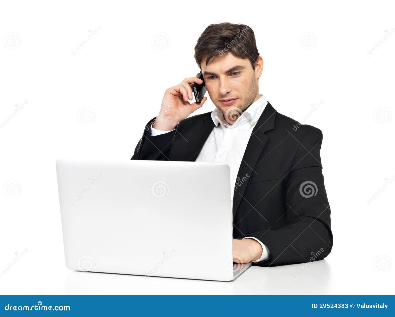 El oficinista con la computadora port til habla por el for Follando a la oficinista