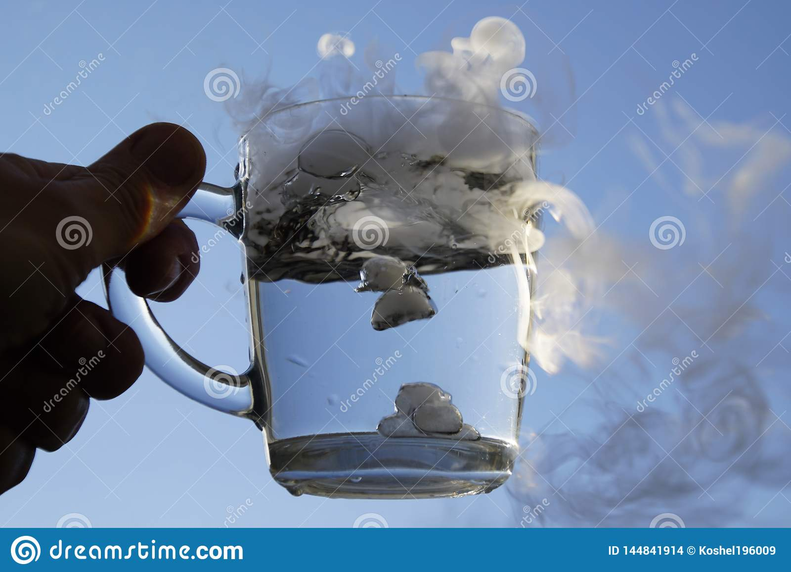 El origen de la tormenta en un vaso de agua
