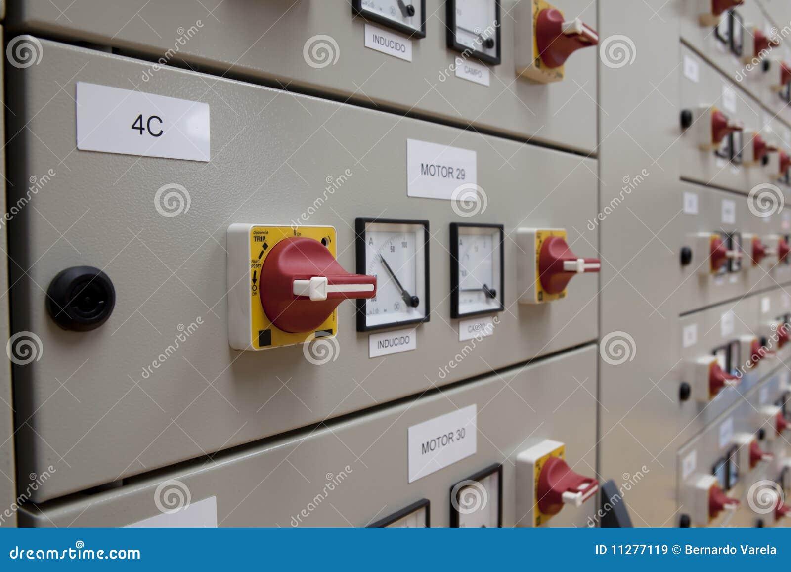 El panel eléctrico de los cubículos
