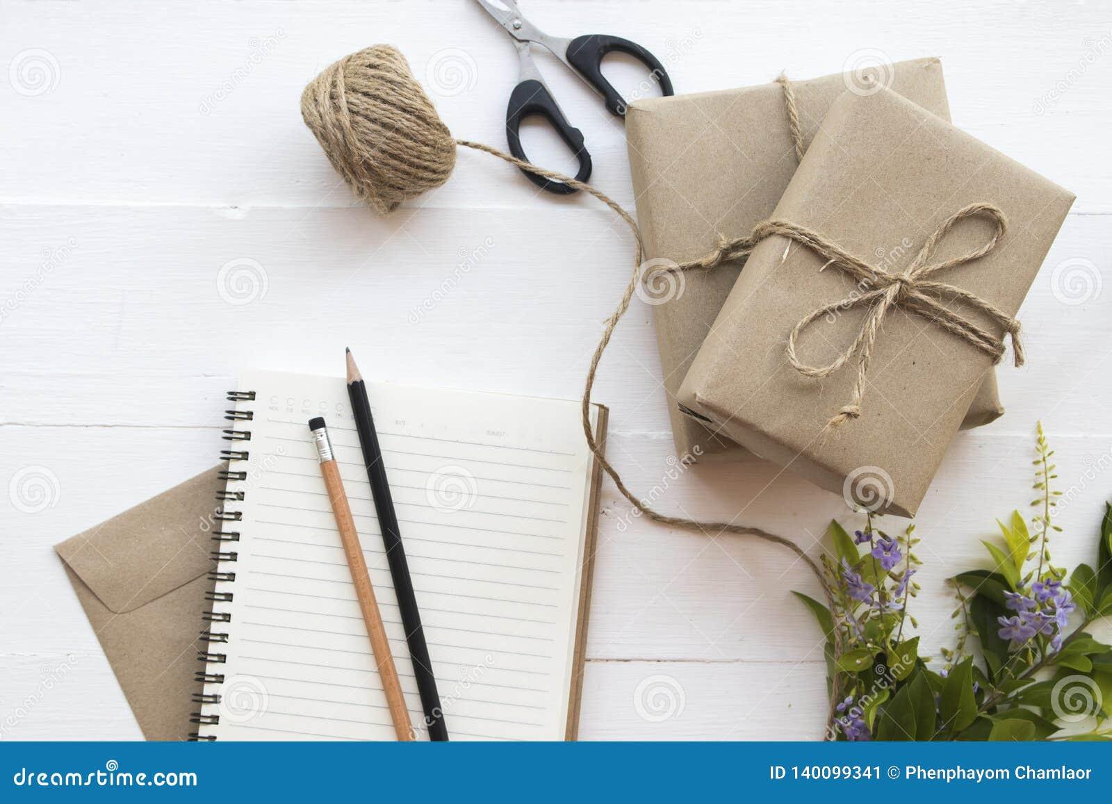 El paquete del paquete de la caja prepararse envía al cliente