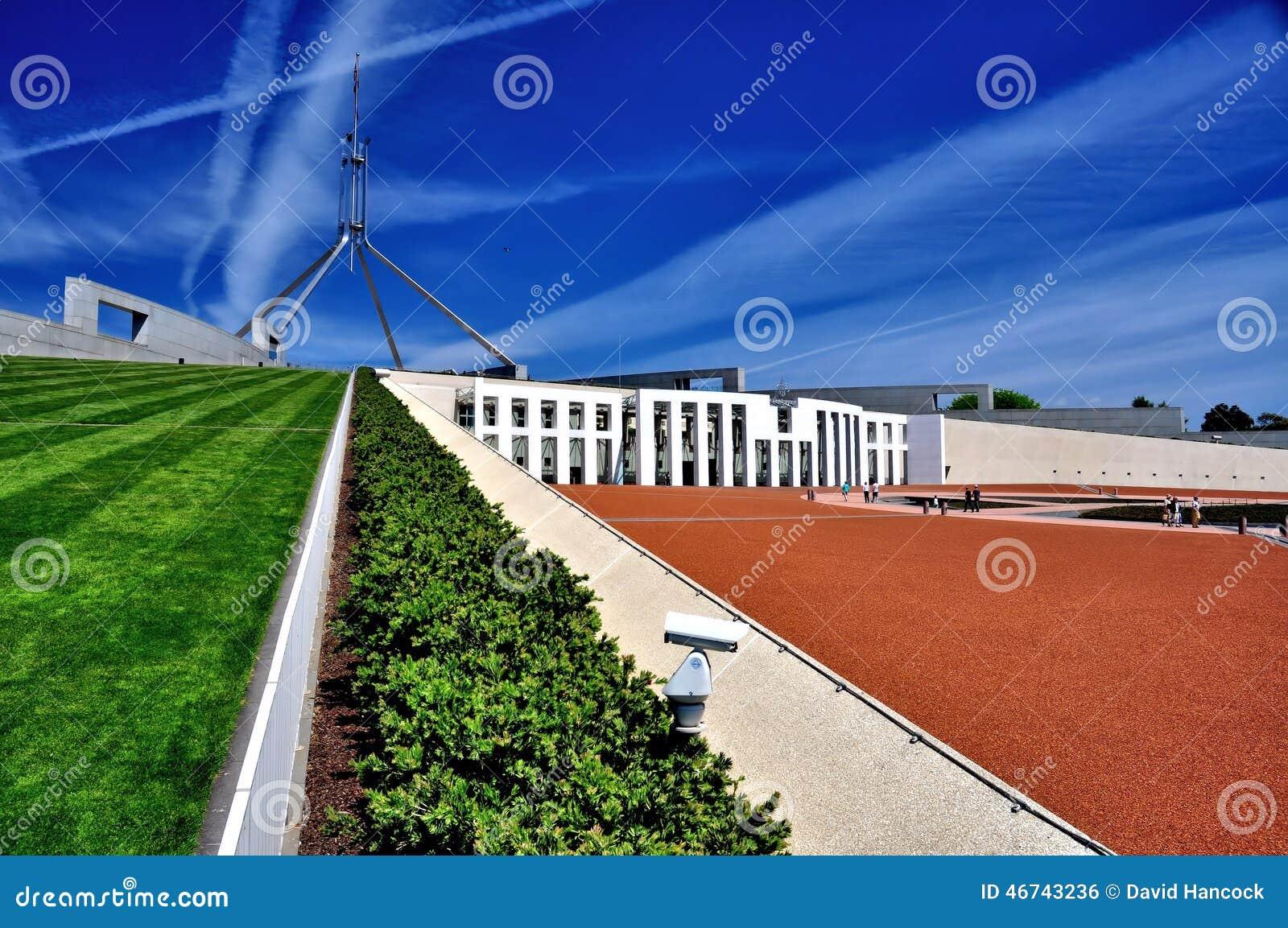El parlamento contiene la vista lateral de Canberra Australia