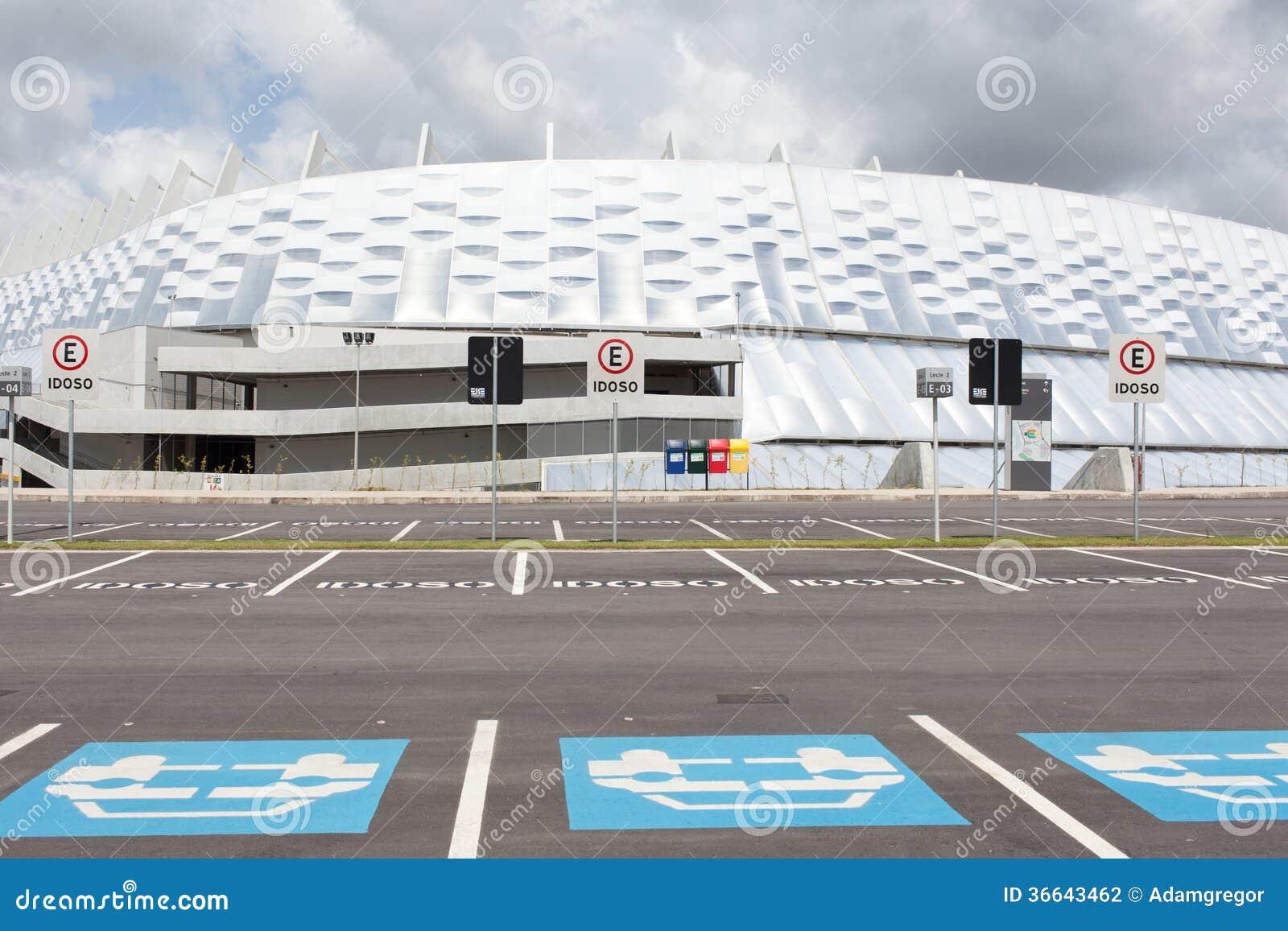 El parquear delante de estadio en Recife
