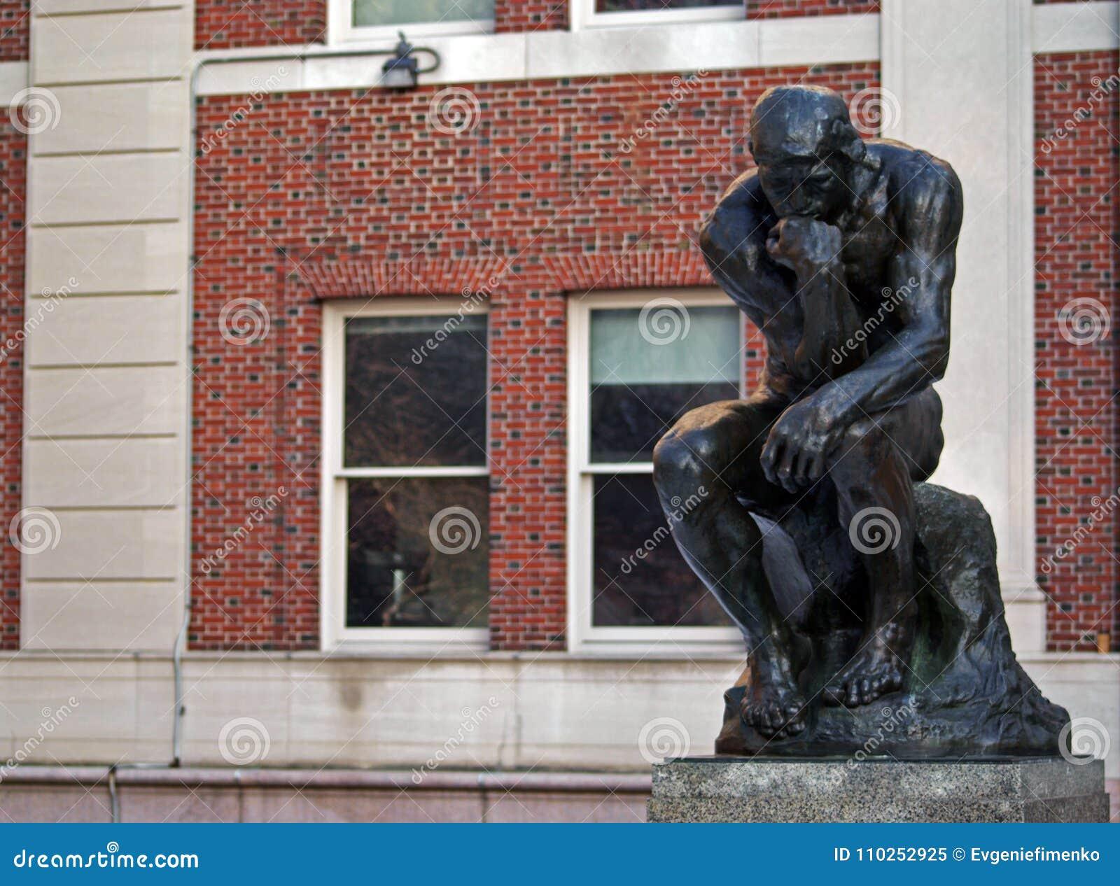 El pensador en la Universidad de Columbia