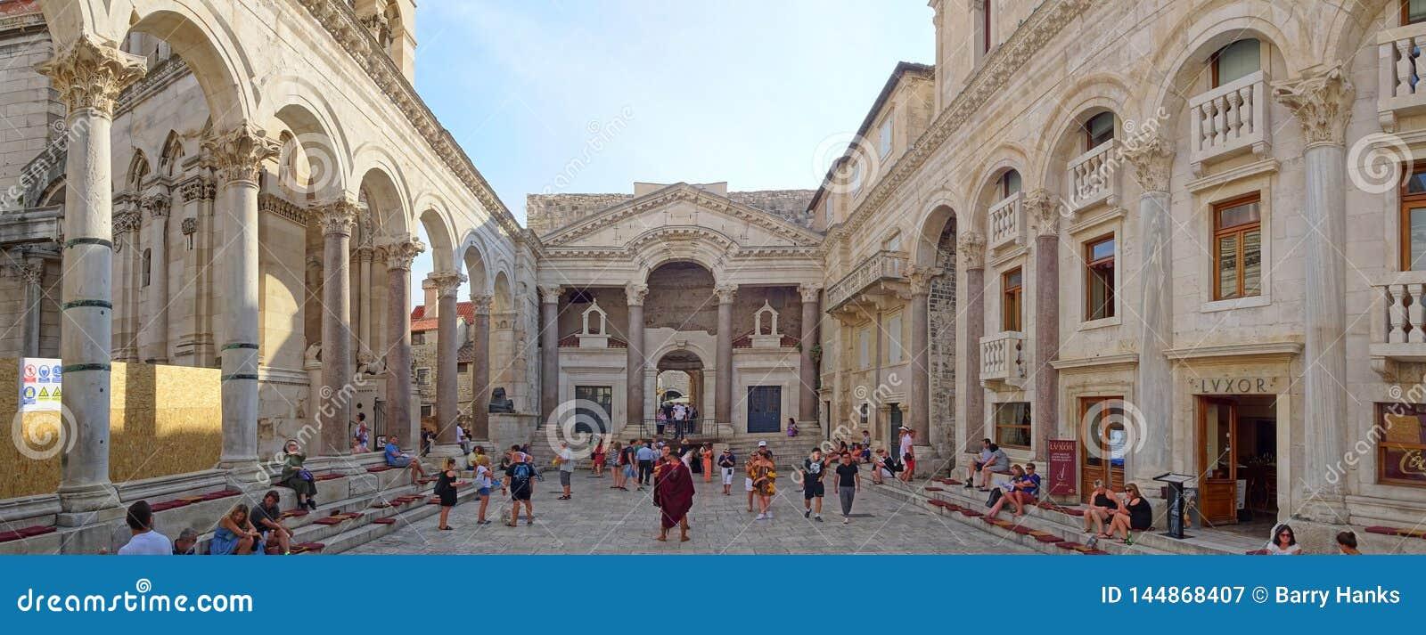 El Peristil en el palacio de Diocletian