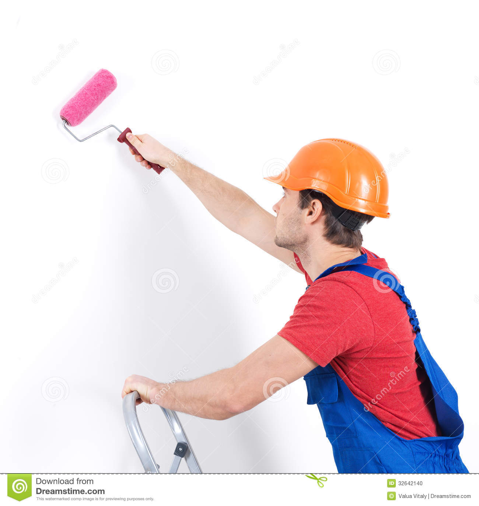 El pintor del artesano se coloca en las escaleras con el - Rodillo para lacar ...