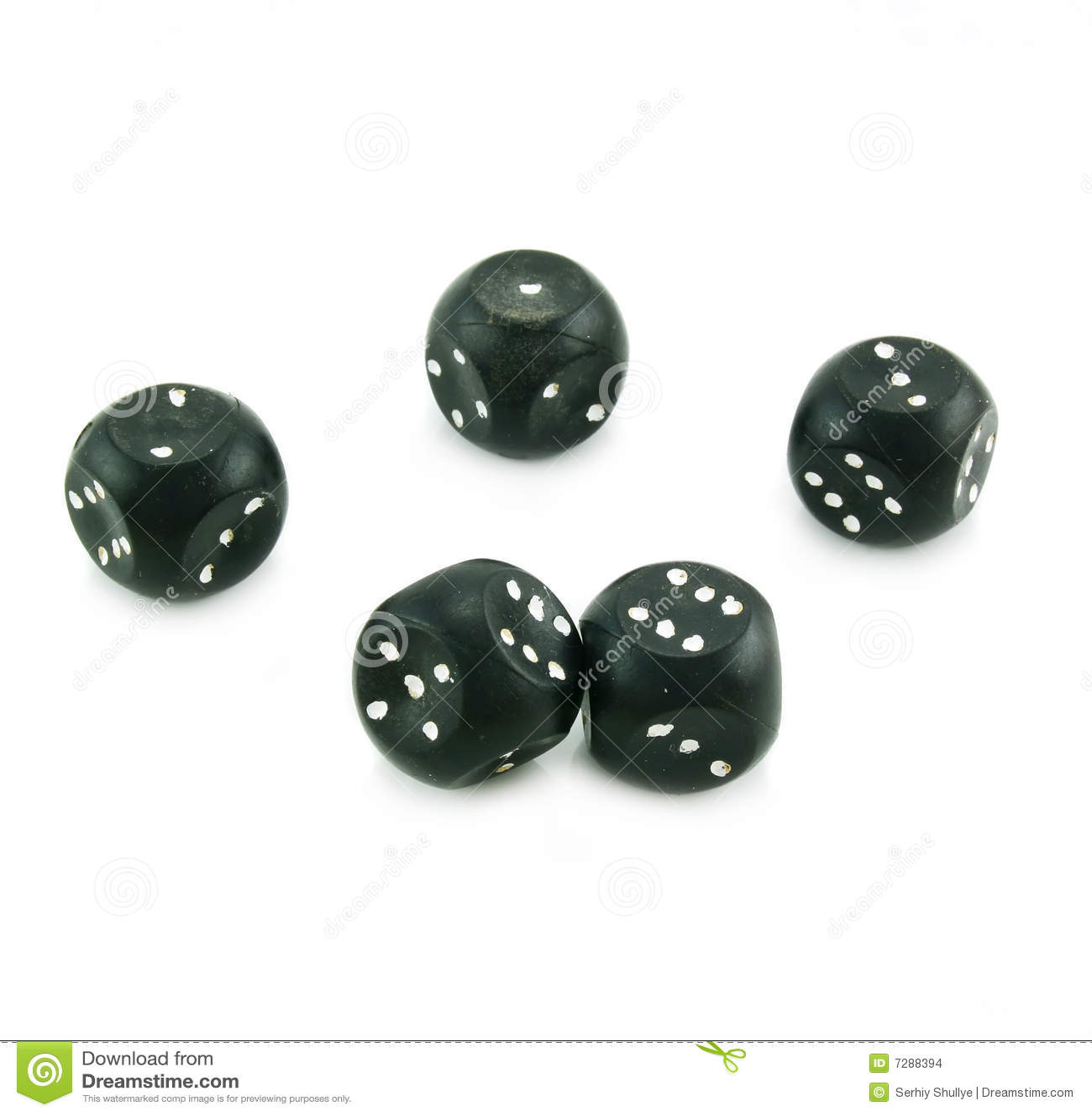 El plástico negro cinco corta en cuadritos