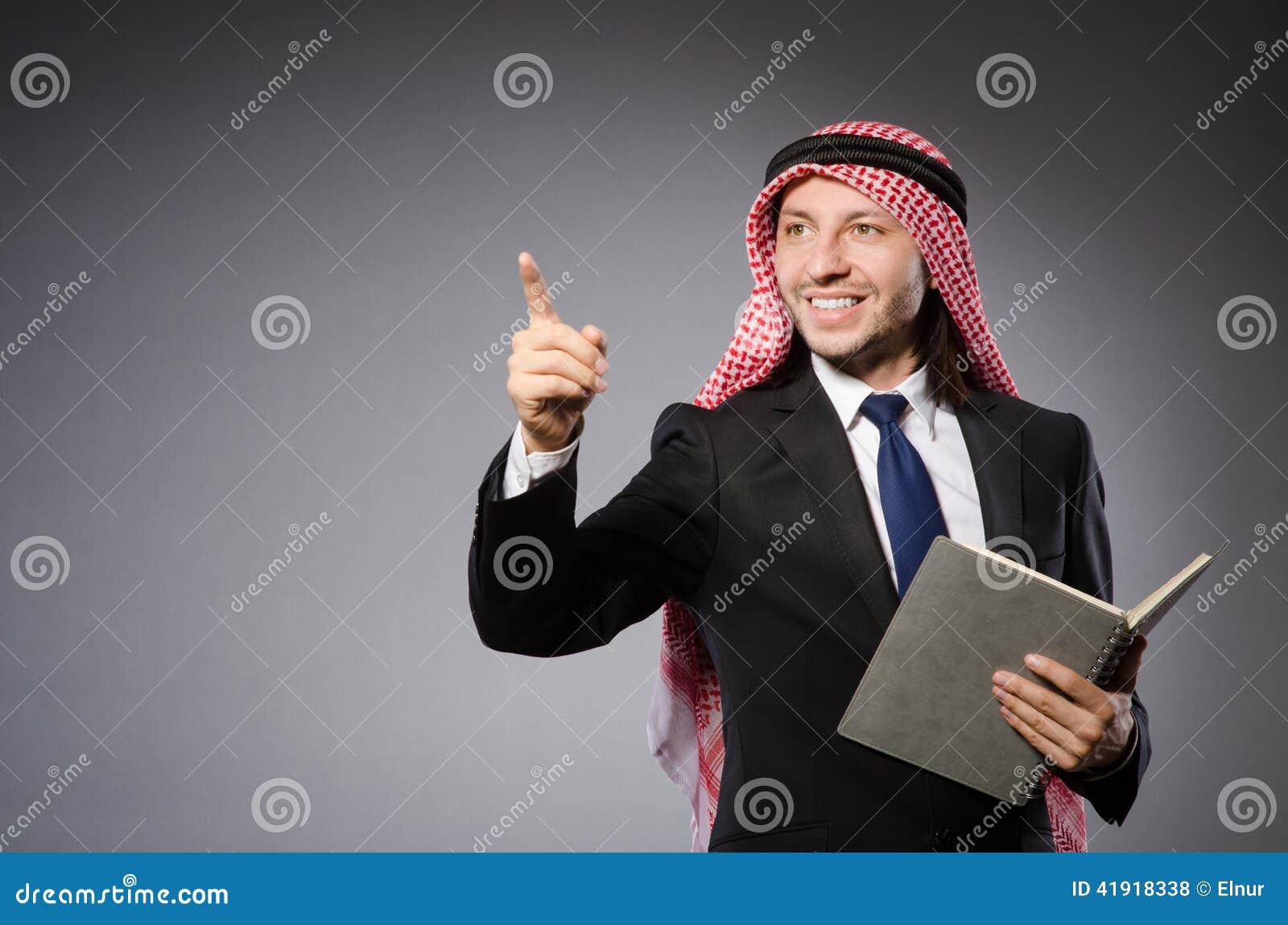 El presionar árabe del hombre virtual