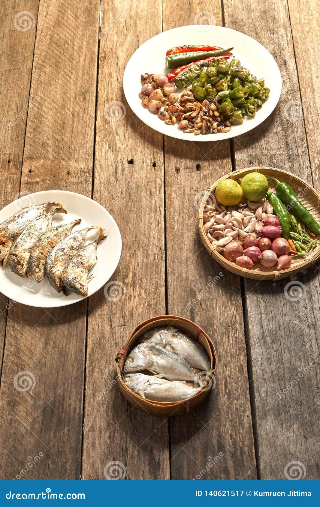 El prik del nam de la cocina o la goma tailandés del chile se mezcla