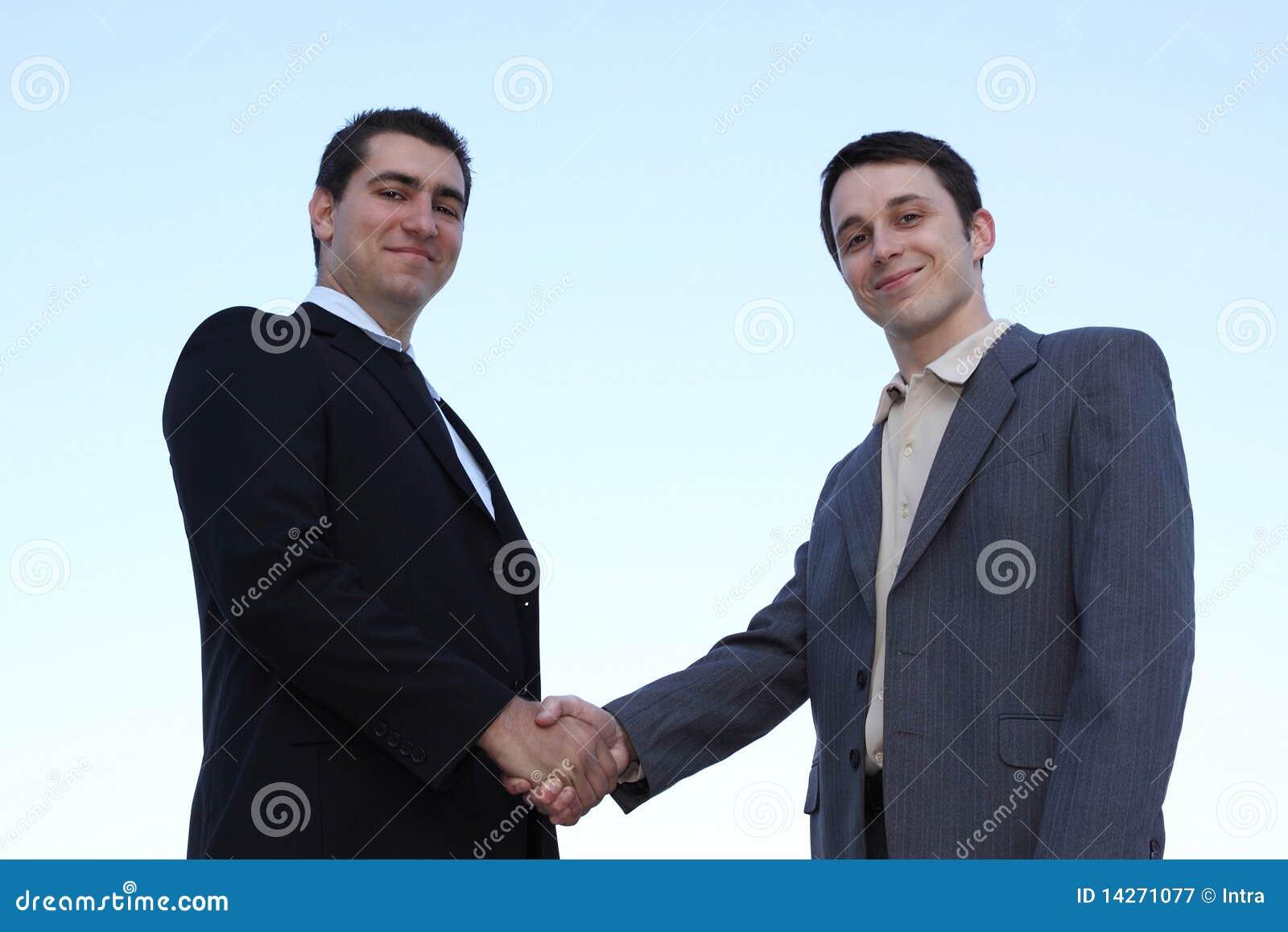 El primer de la sacudida de los hombres de negocios entrega un reparto