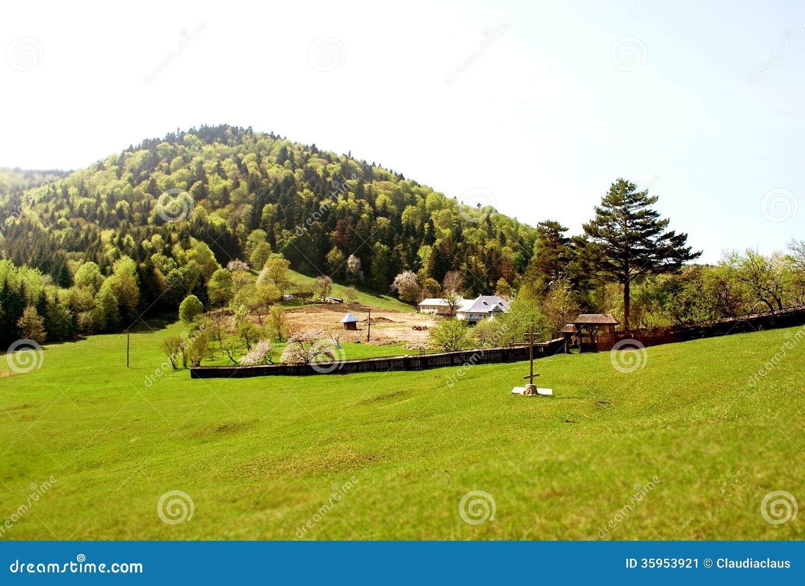 El principio de construir un monasterio de la montaña
